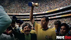 Carlos Alberto Torres capitao do tri melhores laterais da historia da selecao brasileira